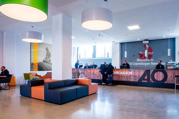 BILD zu OTS - Lobby des 2017 eröffneten a&o Hostels in Kopenhagen