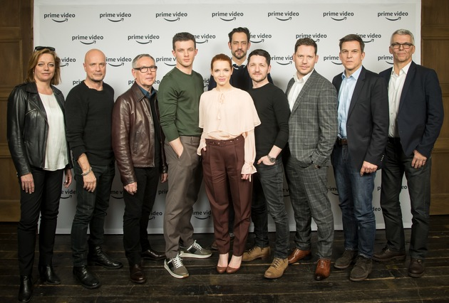 "Prime Video stellt neues deutsches Prime Original BEAT vor. Anne Solá Ferrer (Warner Bros. Entertainment GmbH), Christian Berkel, Willi Geike (Warner Bros. Entertainment GmbH), Jannis Niewöhner, Karoline Herfurth, Chris Doll (Hellinger/Doll Filmproduktion), Lothar Hellinger (Hellinger/Doll Filmproduktion), Marco Kreuzpaintner (Regisseur), Dr. Christoph Schneider (Prime Video), Norbert Eberling (Autor) (von links nach rechts) / ©Wolf Lux, 13125 Berlin, Tel: 0177/8078662, Wolf-Lux.com / Weiterer Text über ots und www.presseportal.de/nr/8337 / Die Verwendung dieses Bildes ist für redaktionelle Zwecke honorarfrei. Veröffentlichung bitte unter Quellenangabe: ""obs/Amazon.de/Wolf Lux"""
