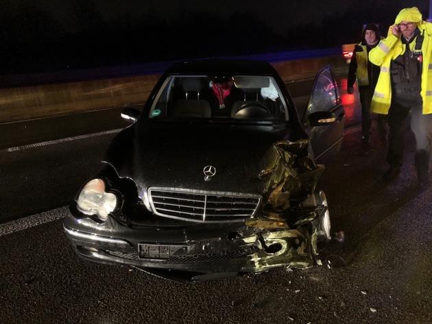 FW Ratingen: Verkehrsunfall mit Schwertransporter auf der Bundesautobahn 52
