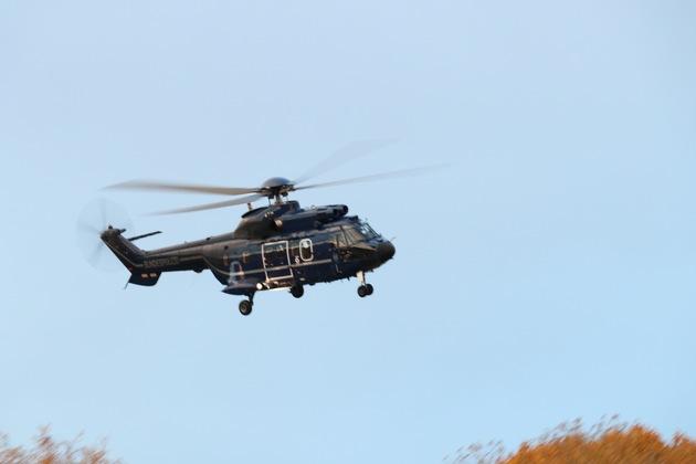 Bundespolizeiinspektion Aachen, Hubschrauber (Super Puma)fliegt Verbandskräfte der Bundespolizeidirektion Sankt Augustin ein