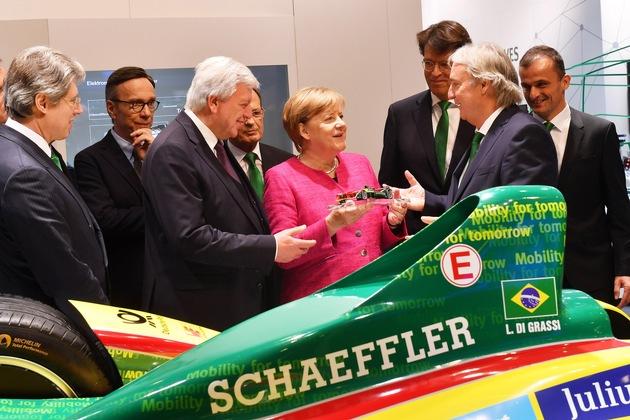Schaeffler at the IAA 2017: Angela Merkel visits Schaeffler at IAA trade show
