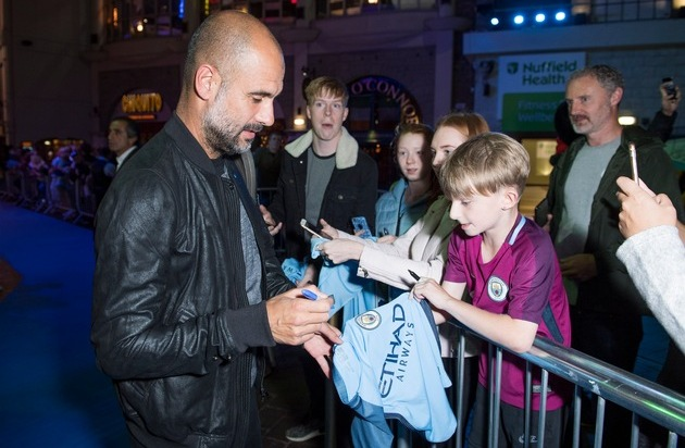 all or nothings manchester city amazon deutsch