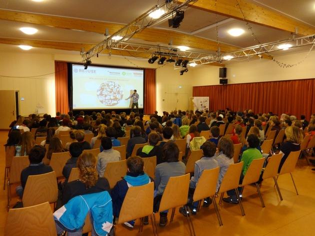 Nachhaltigkeitstraining in Düsseldorf: Schüler bei einer Veranstaltung des Umweltbildungsprojekt ?REdUSE? von die Multivision e.V. Foto: ?Swantje Kielhorn/Elly-Heuss-Knapp-Schule Düsseldorf?