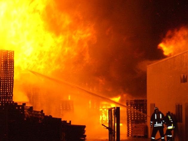 FW-E: Feuerwehr verhindert Millionenschaden