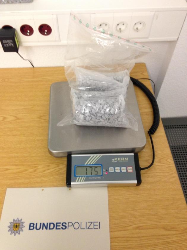 BPOL NRW: Fahndungserfolg der Bundespolizei - internationales Quartett mit 1,7 Kilogramm Ecstasy-Tabletten auf der Autobahn A 40 festgenommen