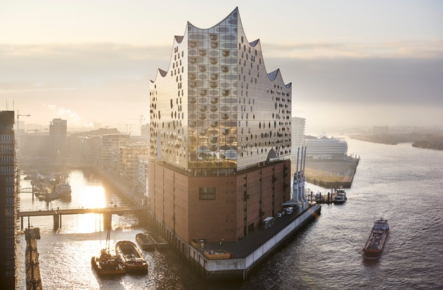 """TIME Magazine has recently published its new editorial ranking """"World's Greatest Places 2018"""". / The Elbphilharmonie, Hamburg's new concert hall and iconic landmark, has made it into the list of the world's most amazing places. / Further text via ots and www.presseportal.de/nr/75051 / Editorial use of this picture is free of charge. Please quote the source: """"obs/Hamburg Marketing GmbH/HMG / CooperCopter"""""""