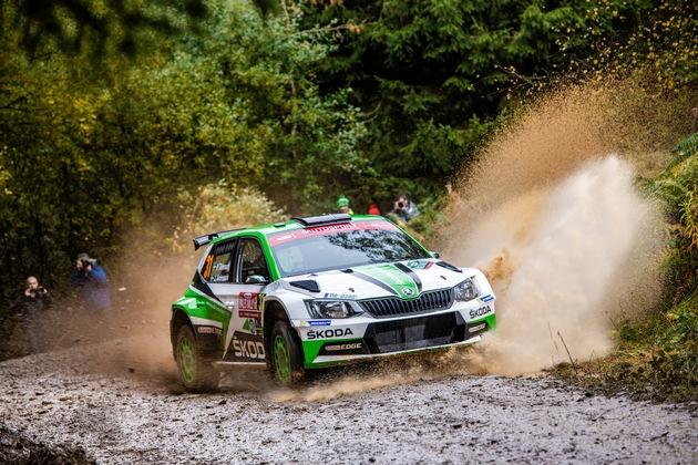 """SKODA bei der Rallye Großbritannien 2018: Die amtierenden WRC 2-Champions Pontus Tidemand/Jonas Andersson (SKODA FABIA R5) stellten mit Rang 2 für SKODA einen Doppelsieg in der WRC 2-Kategorie sicher. Weiterer Text über ots und www.presseportal.de/nr/28249 / Die Verwendung dieses Bildes ist für redaktionelle Zwecke honorarfrei. Veröffentlichung bitte unter Quellenangabe: """"obs/Skoda Auto Deutschland GmbH"""""""