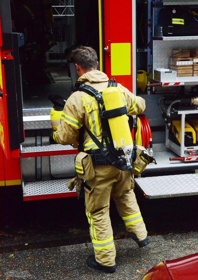 Feuerwehrmann nach den Löscharbeiten