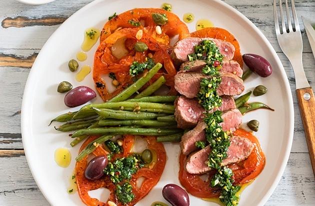 Bringen Sie ein kulinarisches Highlight auf den Tisch Zarter Lammrücken
