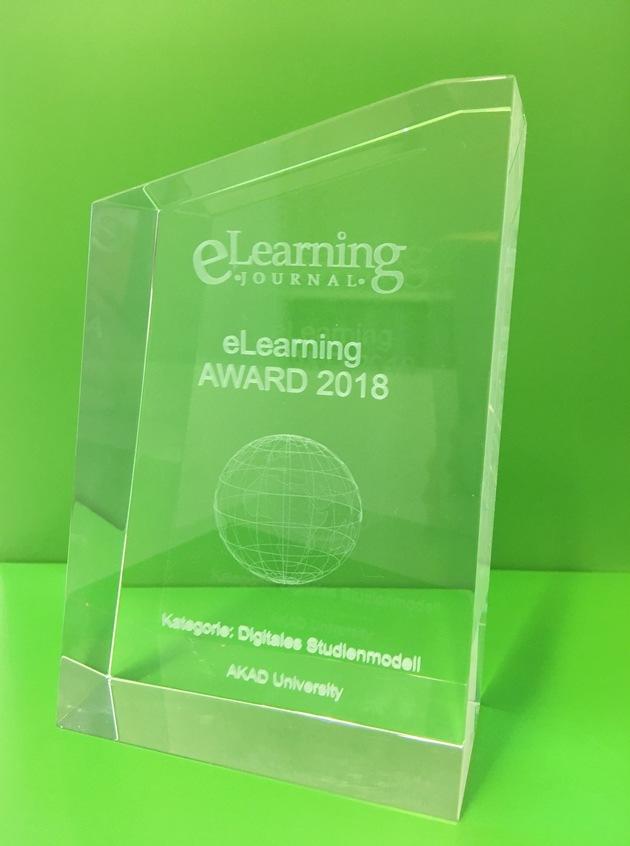 "Der eLearning Award 2018 in der Kategorie ""Digitales Studienmodell"" für die AKAD University in Stuttgart."