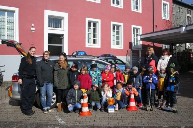"""POL-PPWP: Kaiserslautern: Vorschulkinder haben jetzt einen """"Dienstausweis"""""""