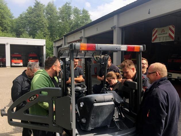 FW-EN: Acht neue Gabelstaplerfahrer bei der Feuerwehr Herdecke - Erfolgreiche Kooperation mit den Johannitern