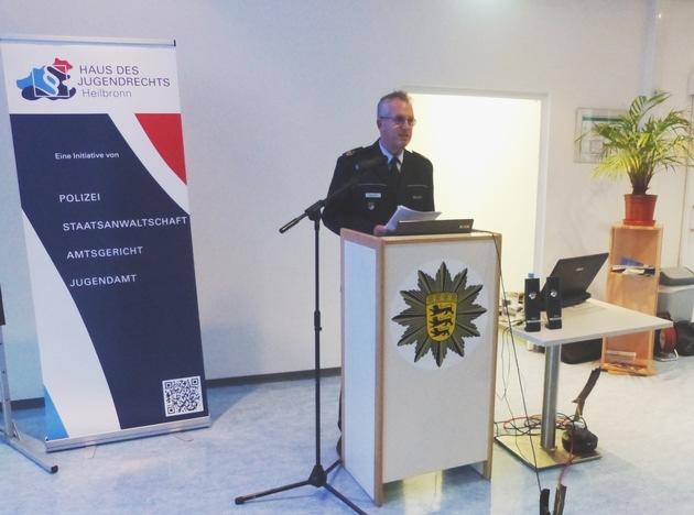 """Einen """"wichtigen Impuls"""" zu hochaktuellen und brisanten Themen nannte Polizeipräsident Hans Becker die Veranstaltung in seinem persönlichen Grußwort. Foto: Polizei."""