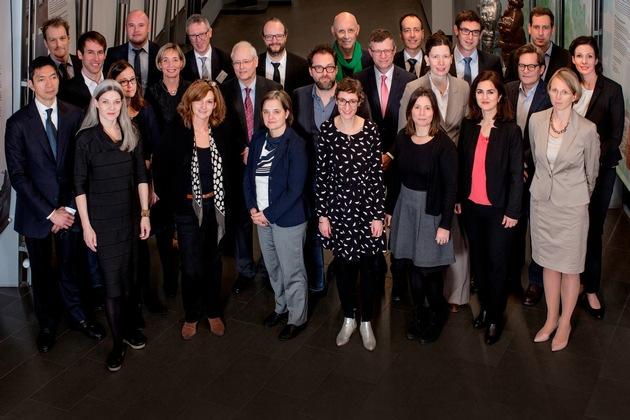 Die neu berufenen Professorinnen und Professoren und das Präsidium der TH Köln (Foto: Thilo Schmülgen/TH Köln).