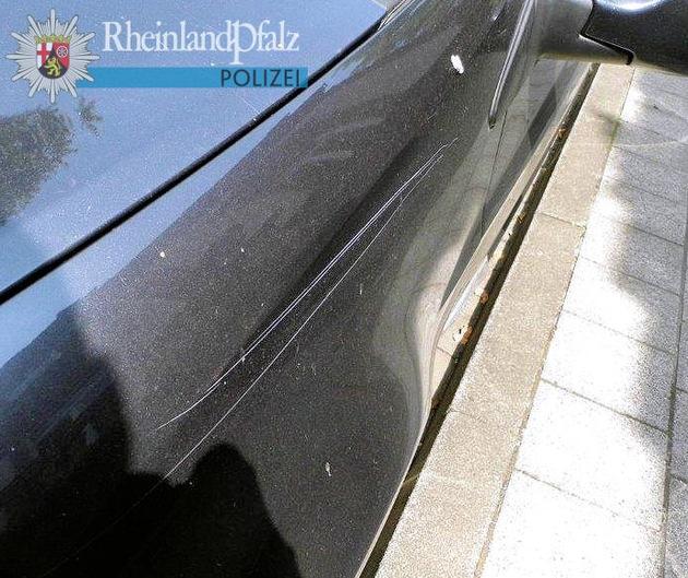 An allen betroffenen Fahrzeugen wurden absichtlich Kratzer im Lack - ähnlich wie bei diesem Beispiel - verursacht.