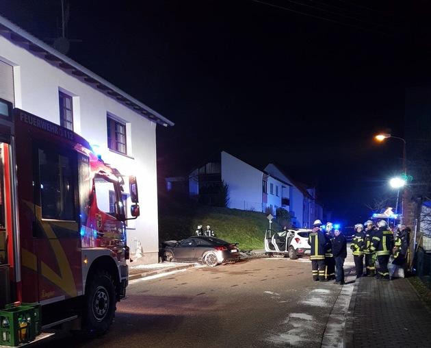 POL-PPWP: Unfall mit zwei Schwerverletzten