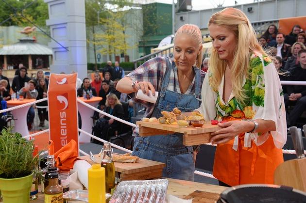 """""""Blond grillt gut!"""" Janine Kunze und Sonya Kraus erobern den Titel """"kabel eins BBQ-King 2015"""" / Event-Show """"Abenteuer Grillen"""" am Dienstag, 26. Mai 2015, um 20:15 Uhr bei kabel eins"""