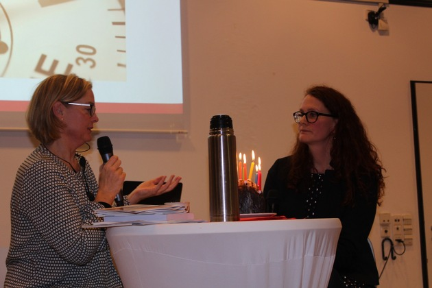 Marija Bakker und Dr. Kathrin Ruhl blicken zurück(v.l.n.r.). Bild: Universität Koblenz-Landau