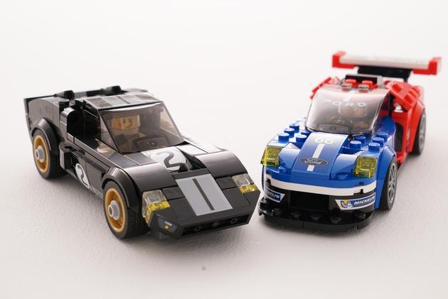 """Ford und der dänische Spielwarenhersteller LEGO bringen den 24-Stunden-Mythos von Le Mans ins Kinderzimmer: Die beiden Weltmarken präsentieren ein Komplett-Set mit zwei detailverliebten Bausätzen des Ford GT40 und des aktuellen Ford GT. Ersterer feierte vor genau 50 Jahren beim berühmten Langstreckenrennen einen legendären Dreifachsieg. In diesem Jahr eroberte Ford beim Le Mans-Comeback mit der Rennversion des aktuellen Ford GT den Sieg in der hart umkämpften GTE Pro-Kategorie. Weiterer Text über ots und www.presseportal.de/nr/6955 / Die Verwendung dieses Bildes ist für redaktionelle Zwecke honorarfrei. Veröffentlichung bitte unter Quellenangabe: """"obs/Ford-Werke GmbH"""""""