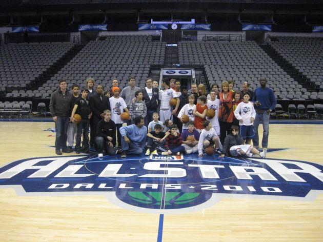 """NBA All Star Wochenende in Dallas: 25 Kinder der Initiative """"BasKIDball"""" waren live dabei (mit Bild)"""