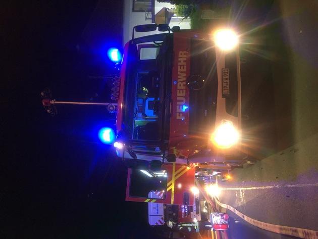 FW Lage: Kellerbrand in einem Mehrfamilienhaus - 21.4.2017 - 22:04 Uhr