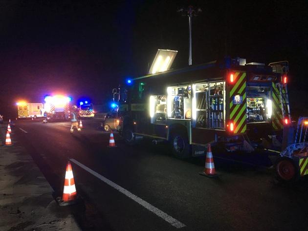 FW Ratingen: Ratingen BAB A 52, 21.15 Uhr ,Schwerer Verkehrsunfall mit zwei Verletzten.