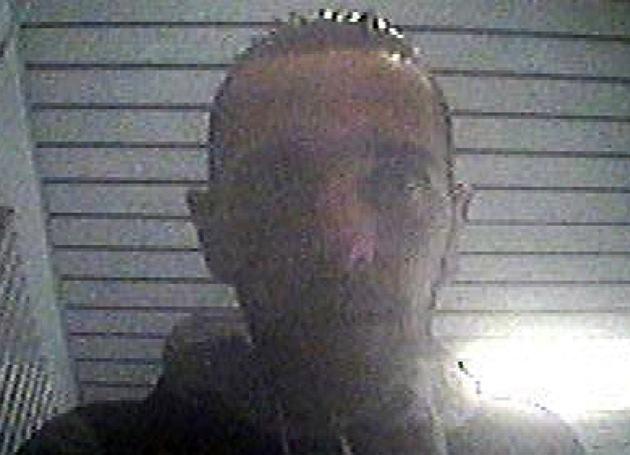 Hinweise zur Identität des Tatverdächtigen nimmt der Ermittler des Kriminalkommissariats 32 unter der Rufnummer 0201/829-0 entgegen.