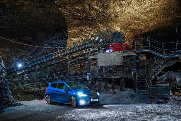 """Ein neues Video von Ford demonstriert die Leistungsfähigkeit des neuen Ford Fiesta ST. Gedreht wurde 400 Meter unter der Erde in einem der größten Salzbergwerke Europas. Am Steuer: Elfyn Evans. Der Fahrer der World Rally Championship (WRC) driftet mit dem sportlichen Fiesta ST, der von einem 1,5-Liter-EcoBoost-Motor mit einer Leistung von 147 kW (200 PS)* angetrieben wird, am Traktions-Limit. Weiterer Text über ots und www.presseportal.de/nr/6955 / Die Verwendung dieses Bildes ist für redaktionelle Zwecke honorarfrei. Veröffentlichung bitte unter Quellenangabe: """"obs/Ford-Werke GmbH"""""""