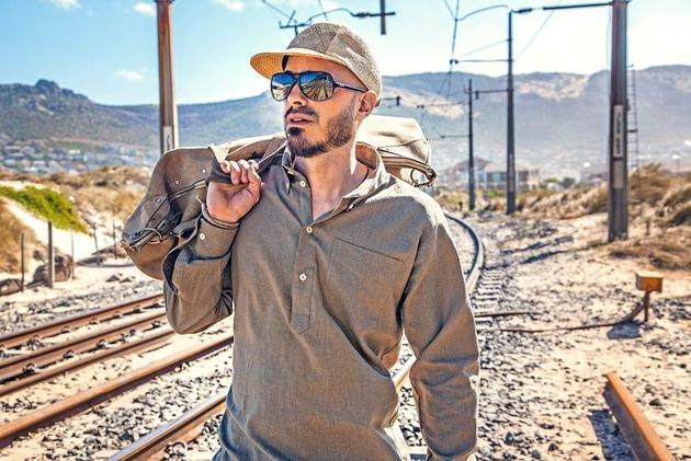 Der Mundart-Reggaesänger Dodo hat mit seinem Hit-Song «Hippie-Bus» 2015 Goldstatus erreicht.