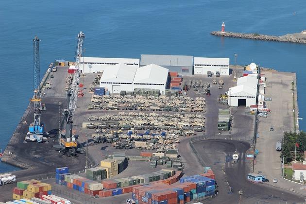 """Die """"Blaue Platte"""" im Hafen der türkischen Stadt Trabzon. Foto zur redaktionellen Berichterstattung unter Nennung der Quelle freigegeben."""