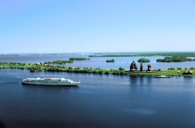 In Russland lichtet ein Schweizer Flussschiff die Anker