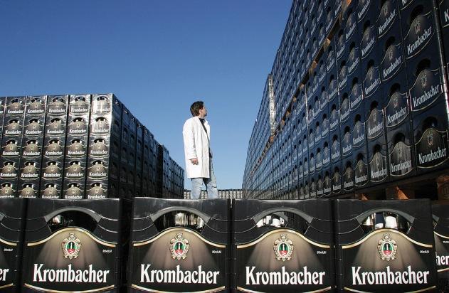 """Investition in die Zukunft: Der Premium-Anspruch der Marke Krombacher wurde dauerhaft mit der Einführung von zehn Millionen neuen Kästen abgesichert. Die Verwendung dieses Bildes ist für redaktionelle Zwecke honorarfrei. Abdruck bitte unter Quellenangabe: """"obs/Krombacher Brauerei GmbH & Co. KG"""""""