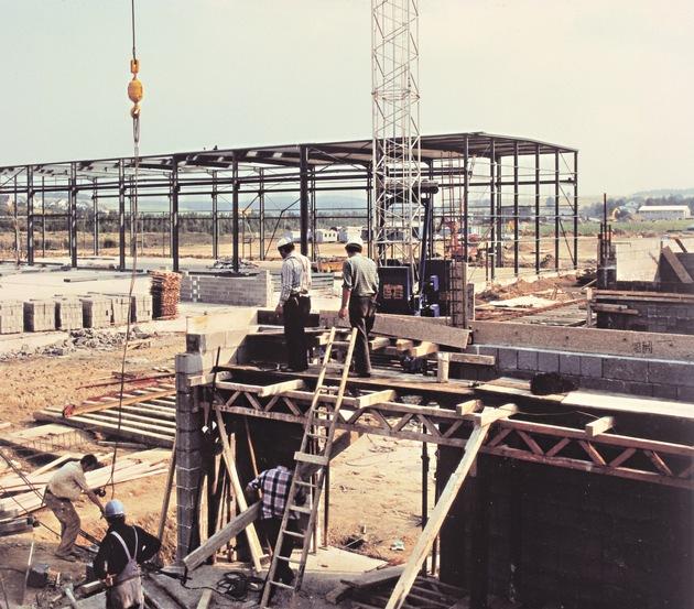 Der Baubeginn des zweiten WeberHaus-Werkes in Wenden-Hünsborn 1978.