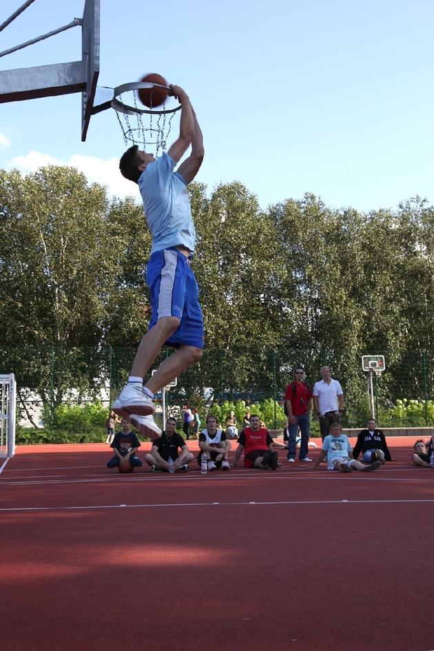POL-SE: Elmshorn - Nachtrag/Fotos zu Streetball-Turnier in Elmshorn
