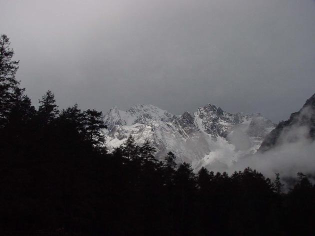 Verschwisterung des Matterhorns (Zermatt) mit dem heiligen Schneeberg Yulong Snow Mountain (Lijiang, China)
