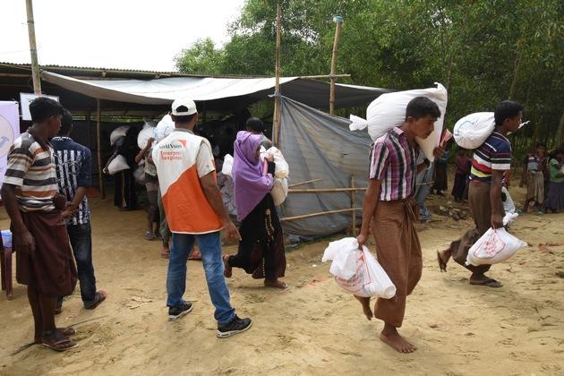 World Vision erreicht zusammen mit dem Welternährungsprogramm 1600 Familien bei einer Nahrungsmittelverteilung in Burmapara in Bangladesch