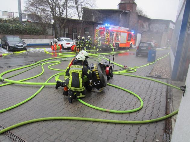 Brand in Lackierkabine. Zwei verletzte Personen