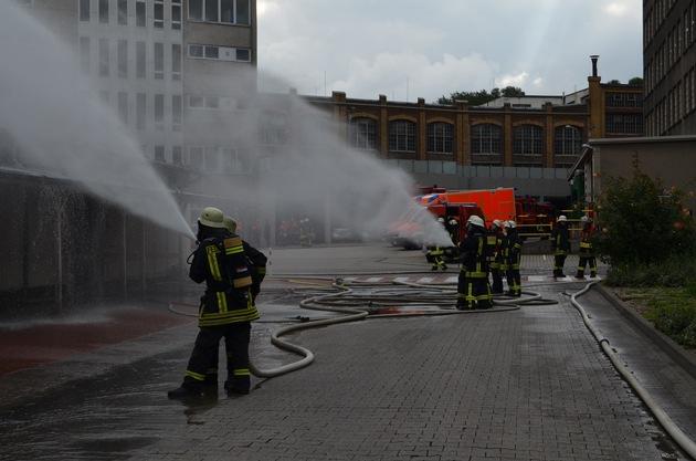 Gesamtwehrübung der Feuerwehr Stolberg auf dem Betriebsgelände der DALLI-Werke GmbH & Co. KG