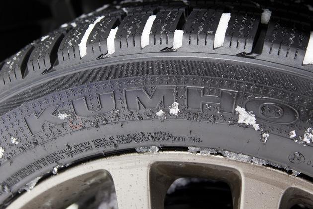 Mit Kumho durch das Jahr_Bester Grip mit neuem Ganzjahresreifen Solus 4S HA31 SUV