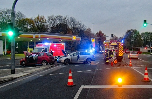 POL-ME: Zwei Leichtverletzte und hoher Sachschaden bei Verkehrsunfall - Haan - 1911045 - Presseportal.de