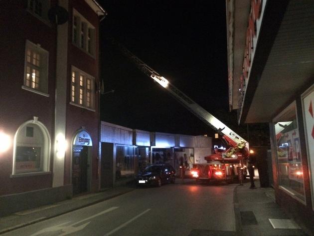 Die Einsatzkräfte der Feuerwehr Stolberg bei der Erkundung der Einsatzstelle