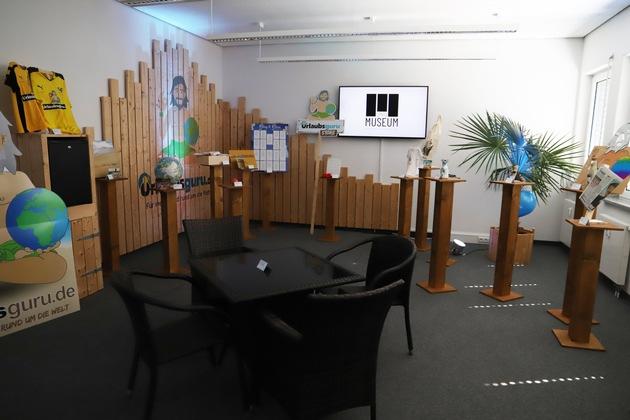 Im UNIQ-Museum wurden z.B. die Balkonmöbel gezeigt, an denen Urlaubsguru.de gegründet wurde (Foto: Julia Rienhoff/ UNIQ)