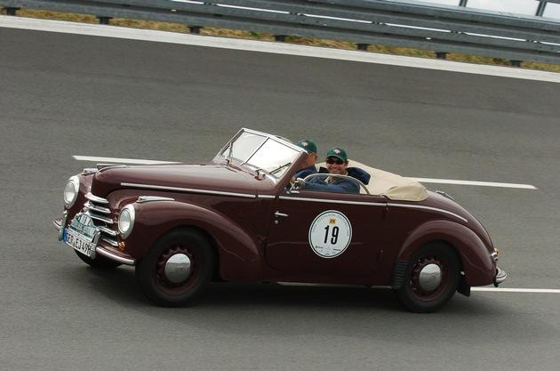 SKODA mit drei glanzvollen Klassikern bei der Oldtimer Rallye Wiesbaden