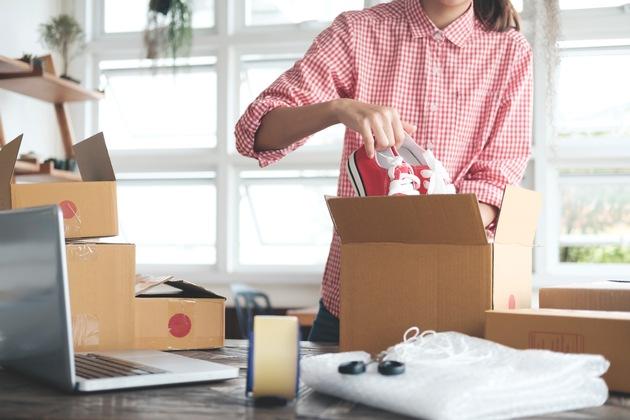 Die verschiedenen Online-Portale unterscheiden sich hinsichtlich Kosten, Verkaufsart und angebotener Ware. Foto: Schnäppchenfee/IStock/ijeab