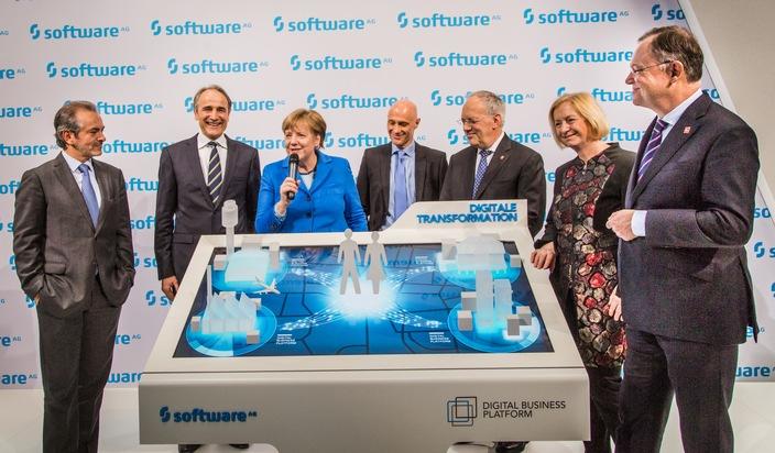 Bundeskanzlerin Merkel besucht Software AG auf CeBIT 2016