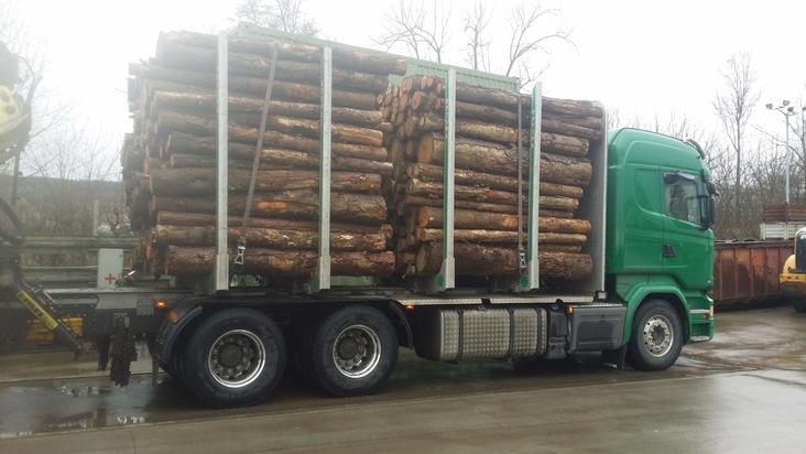 POL-FB: Zu viel Holz - trotz Ausnahmegenehmigung