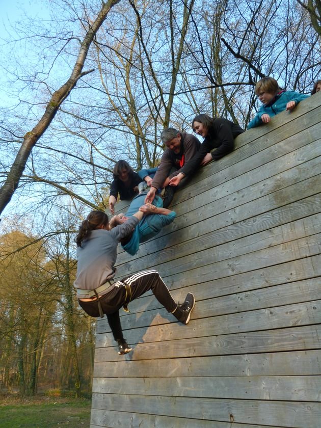 Dank aller Teilnehmer in Baden-Württemberg kann der CVJM Karlsruhe ein neues flexibles Hochseilelement bauen, das eine neigbare Kletterwand enthält. Foto: CVJM Karlsruhe