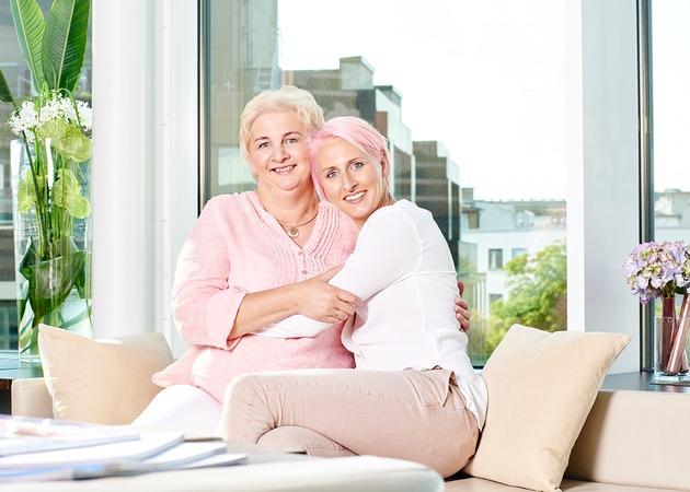 """Hochspringerin Ariane Friedrich dankt ihrer Mutter als Botschafterin der Procter & Gamble Kampagne """"Danke Mama"""""""