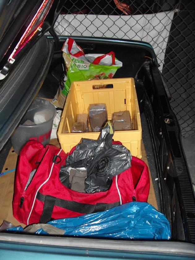 POL-F: 091023 - 1337 Frankfurt/Nieder-Eschbach/Bonames: 18 Kilo Haschisch und rund 24.000 EUR Bargeld beschlagnahmt; Anlage beachten