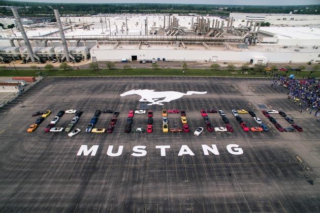 """10 Millionth Mustang formation at Flat Rock Assembly Plant in Flat Rock, Mich. Weiterer Text über ots und www.presseportal.de/nr/6955 / Die Verwendung dieses Bildes ist für redaktionelle Zwecke honorarfrei. Veröffentlichung bitte unter Quellenangabe: """"obs/Ford-Werke GmbH"""""""